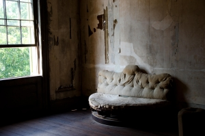 old couch 1353813 m Paranormal Corner: Startling Experience at Barrett's Plantation in Mannington Township